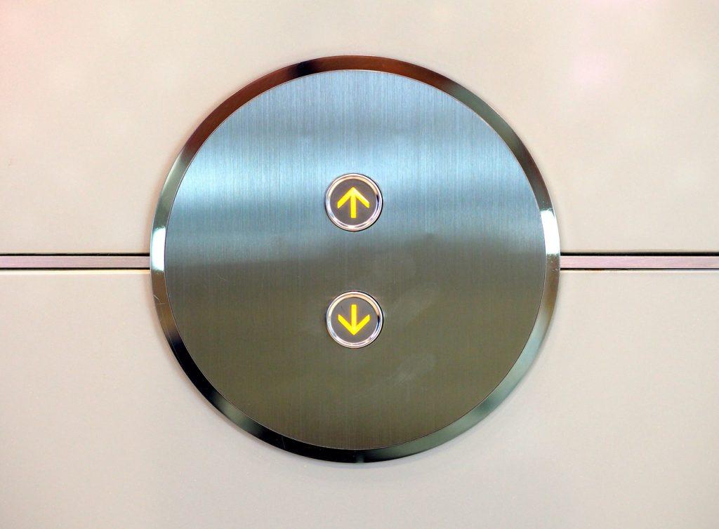 Bild mit Tasten eines Aufzugs