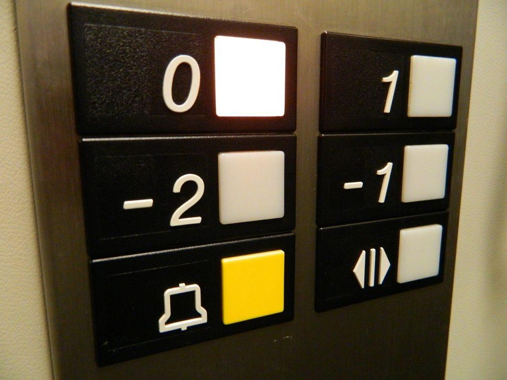 Nahaufnahme einer Aufzugstaste